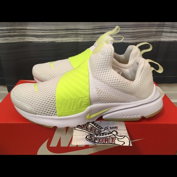huge selection of 28a97 e12f3 Women s Nike Air Presto Extreme White Running
